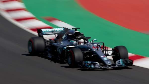 Hamilton gana la pole en Montmeló, donde Alonso arrancará octavo y Sainz, noveno