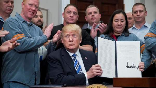 La UE y EE. UU. Entran en una guerra comercial después de confirmar al gobierno de Trump los aranceles sobre el acero y el aluminio