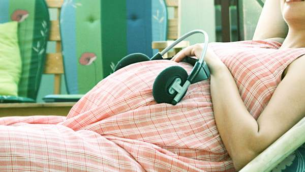 La musicoterapia, un método para reducir la ansiedad de las mujeres embarazadas